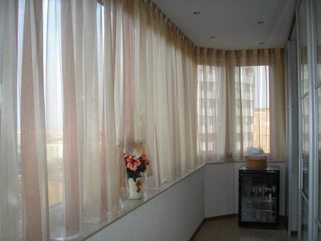 Шторы на балкон: 50+ фото в интерьере, современные идеи для окон на лоджии