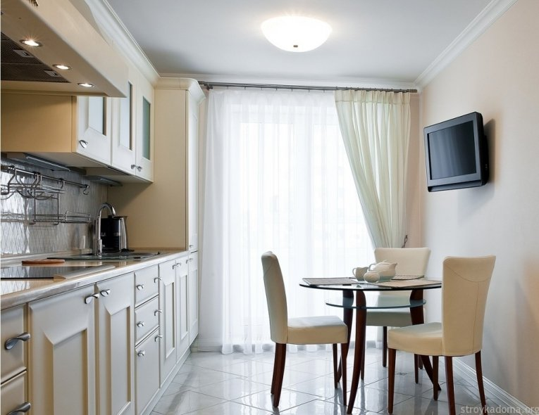 Какие шторы для кухни лучше – длинные или короткие?