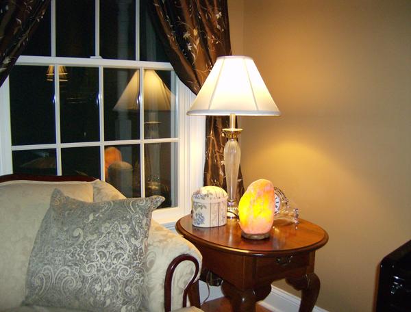 Чем полезна солевая лампа, показания к применению