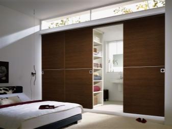 Раздвижные двери для гардеробной: стиль и эргономика на 35 фото