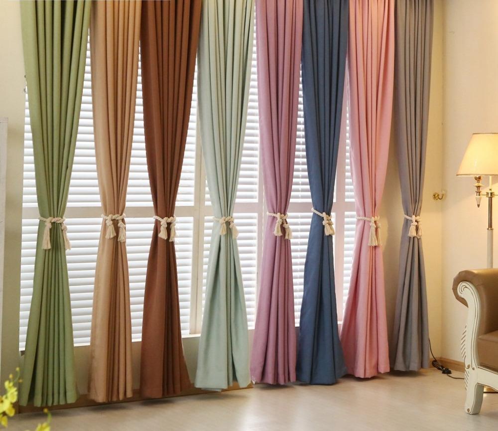 шторы к голубым обоям в зале
