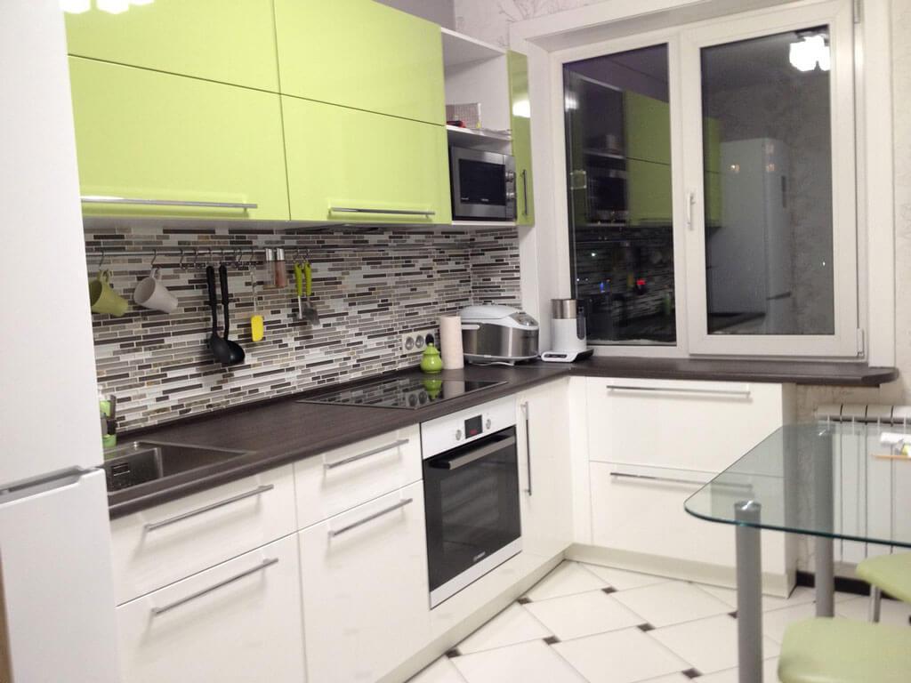 Дизайн кухни с балконом: особенности планировки, 75 фото примеров