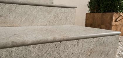 Ступени из керамогранита для лестниц: выбор и правильная укладка