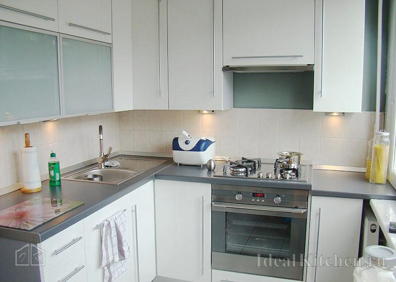 Мебель для маленькой кухни: фото и расстановка кухонного гарнитура в расположении на примере хрущевки