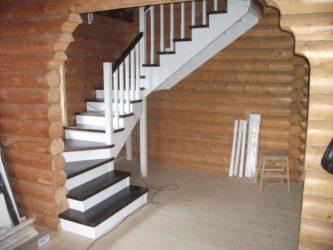 Красим лестницу своими руками различными методами