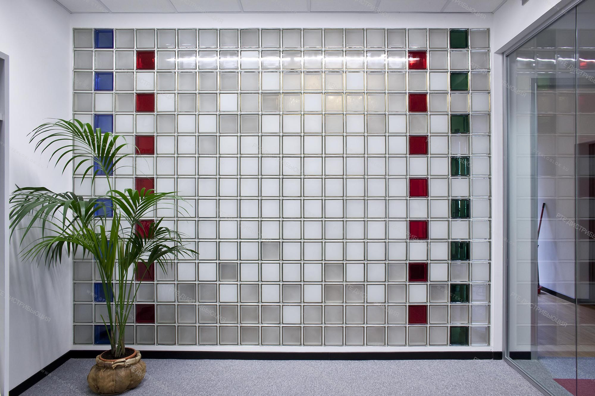 Стеклоблоки – идеи использования в дизайне интерьера современной квартиры (110 фото)