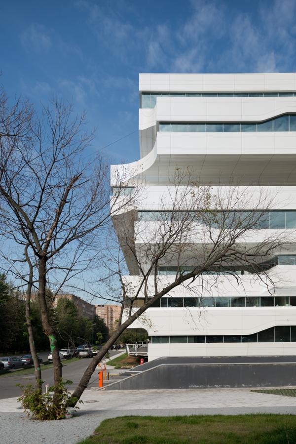 Шесть главных зданий захи хадид и суть ее архитектурного метода