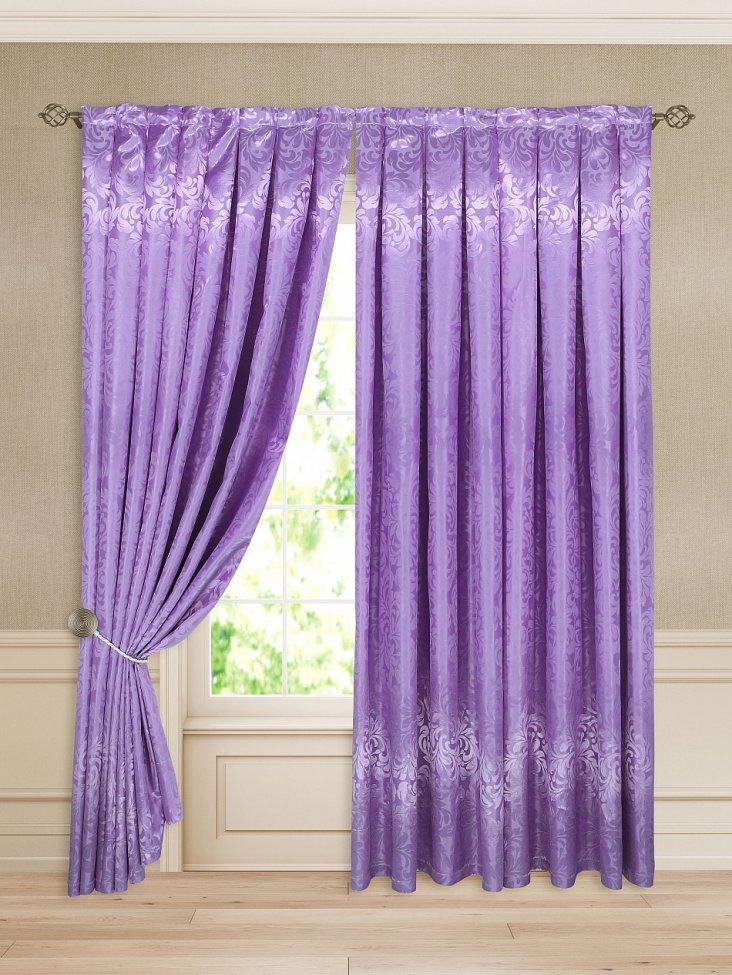 Фиолетовые обои флизелиновые жидкие для стен спальни и кухни, дизайн интерьера зала и прихожей с полосатым узором, красивые сочетания в детской