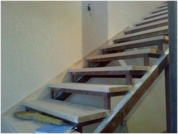 обшивка металлического каркаса лестницы деревом