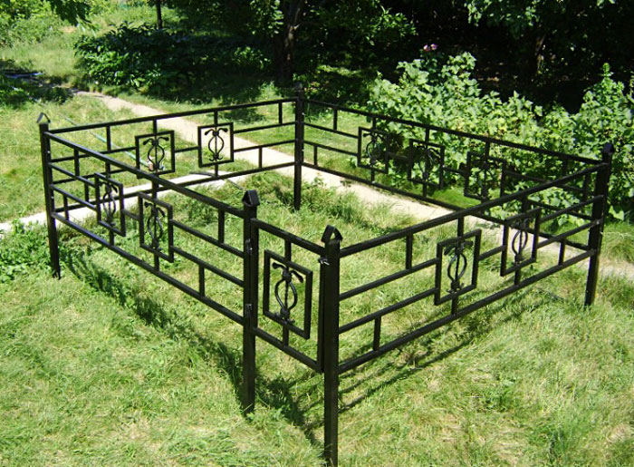 Как сделать оградку на могилу на кладбище своими руками: чертежи и размеры