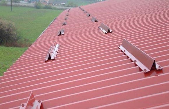 Снегозадержатели на крышу для различных видов кровли. купить трубчатые снегозадержатели по цене производителя, выгодная стоимость снегозадержателей в москве