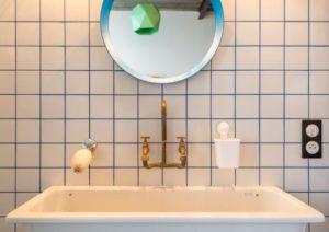 Раскладка плитки в ванной: перечень возможных вариантов и схемы с примерами