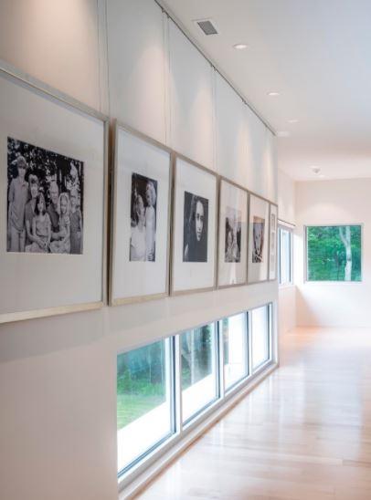 Как правильно повесить модульную картину на стену: 7 способов