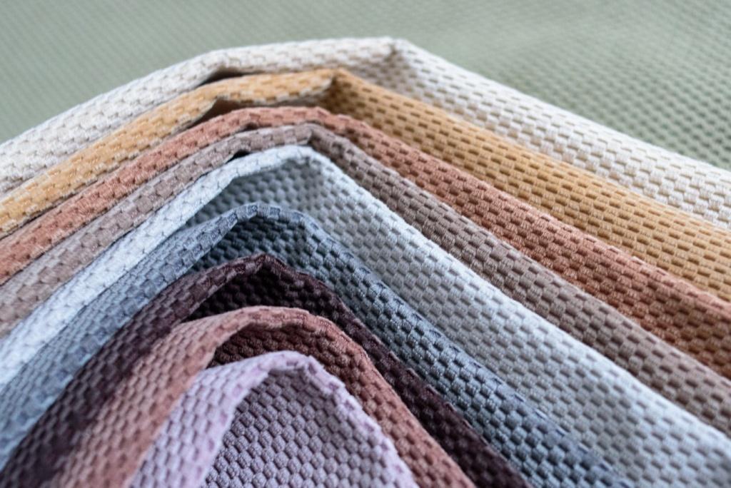 Обивочная ткань для диванов, разновидности и их характеристики