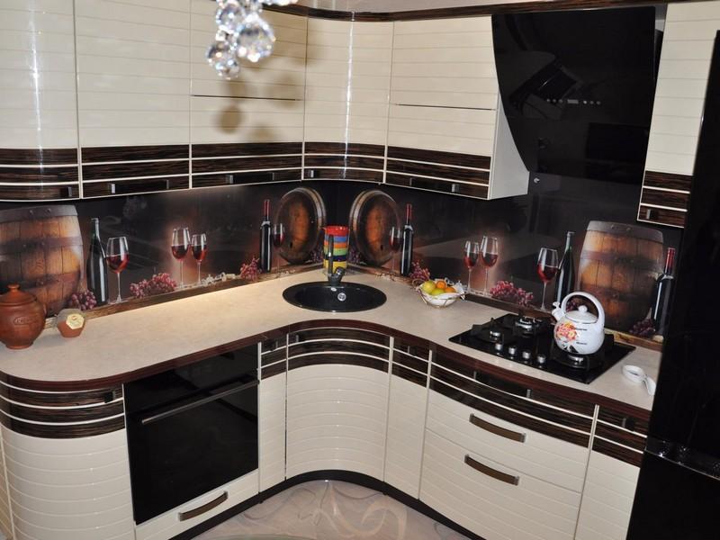 Стеклянный фартук для кухни - реальные интерьерные решения и их применение (155 фото)