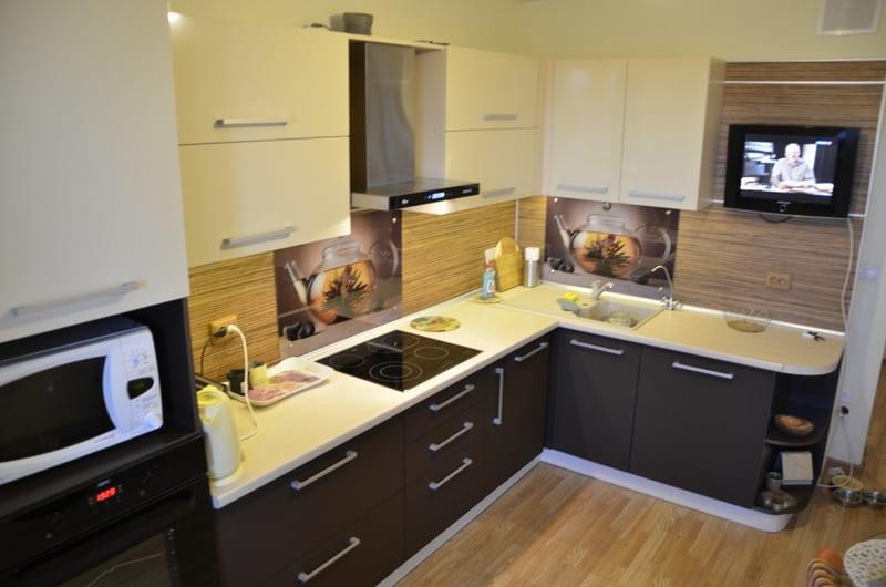 Идеи дизайна кухни, совмещенной с балконом: 82 фото с комбинированными вариантами