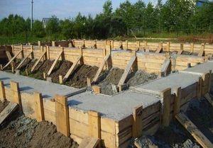 Когда снимать опалубку после заливки бетона летом: сроки