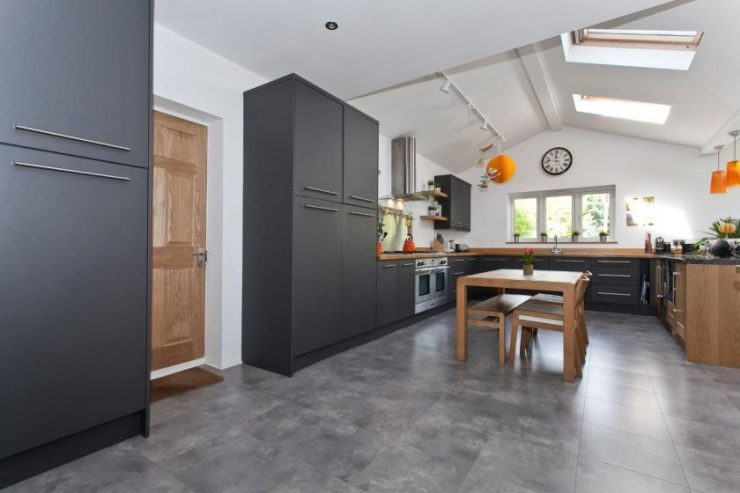Дизайн кухни-столовой-гостиной в частном доме: 65 фото планировки