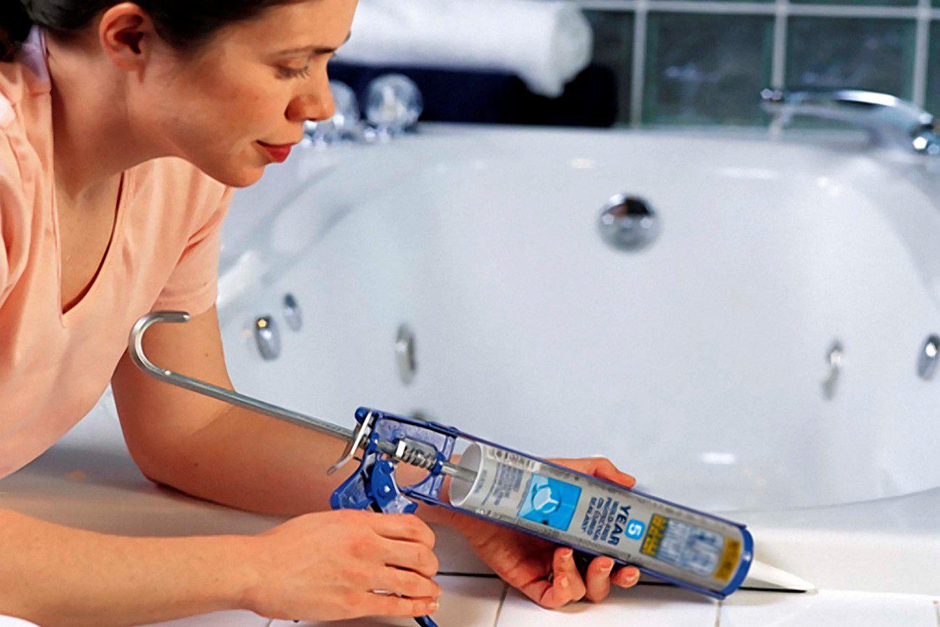 Способы удаления старого герметика с ванны