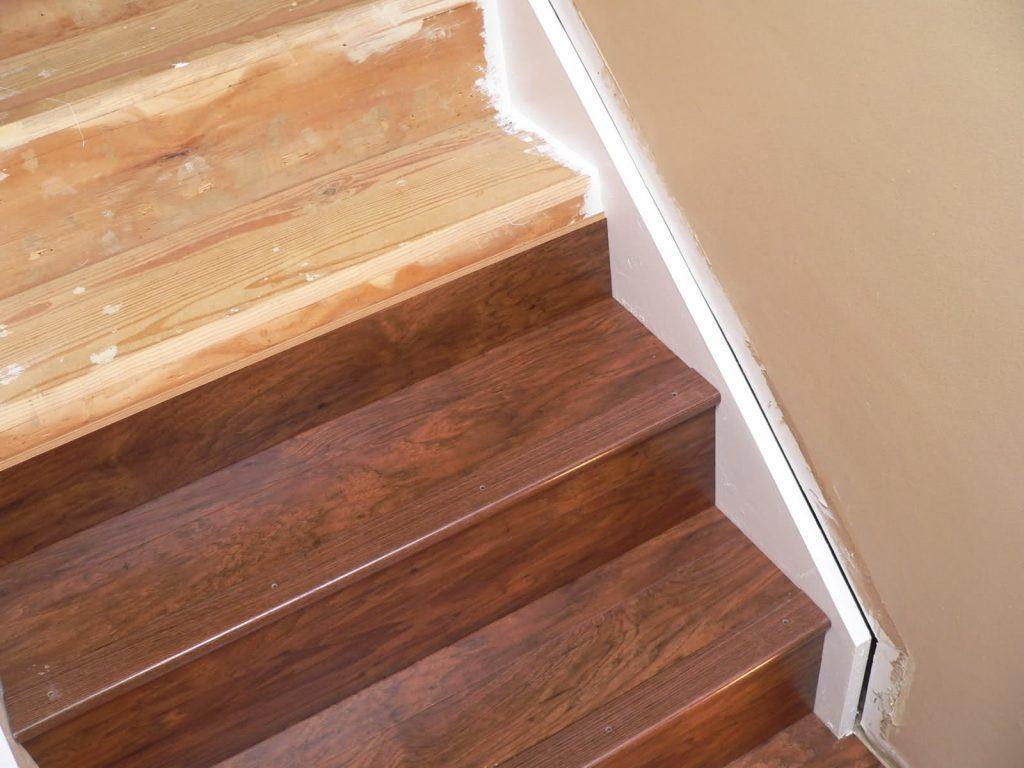Как выполняется отделка деревянных лестниц