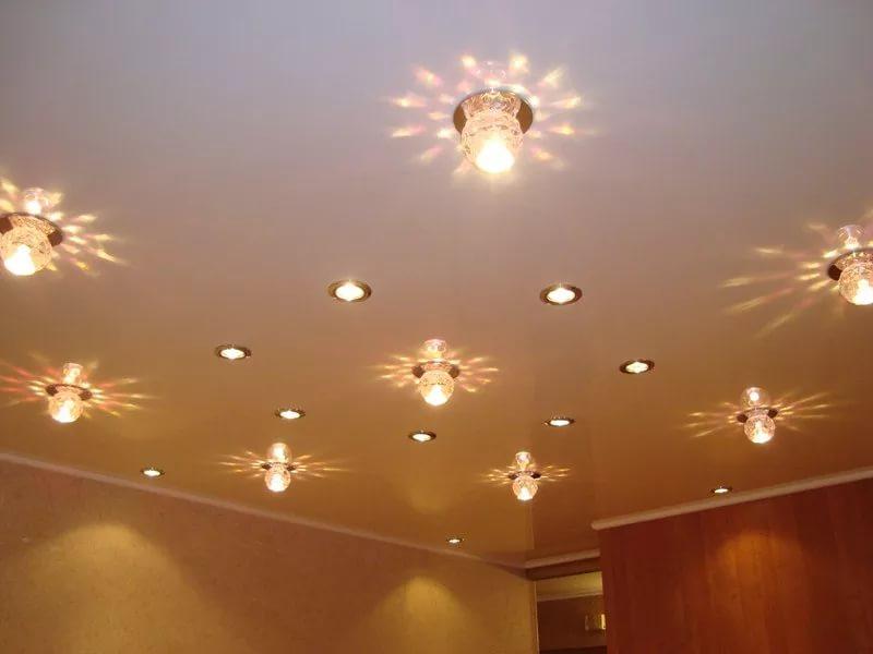 Расположение светильников на потолке в разных комнатах: схемы и рекомендации
