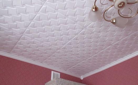 Как монтируется и выглядит в интерьере парящий натяжной потолок