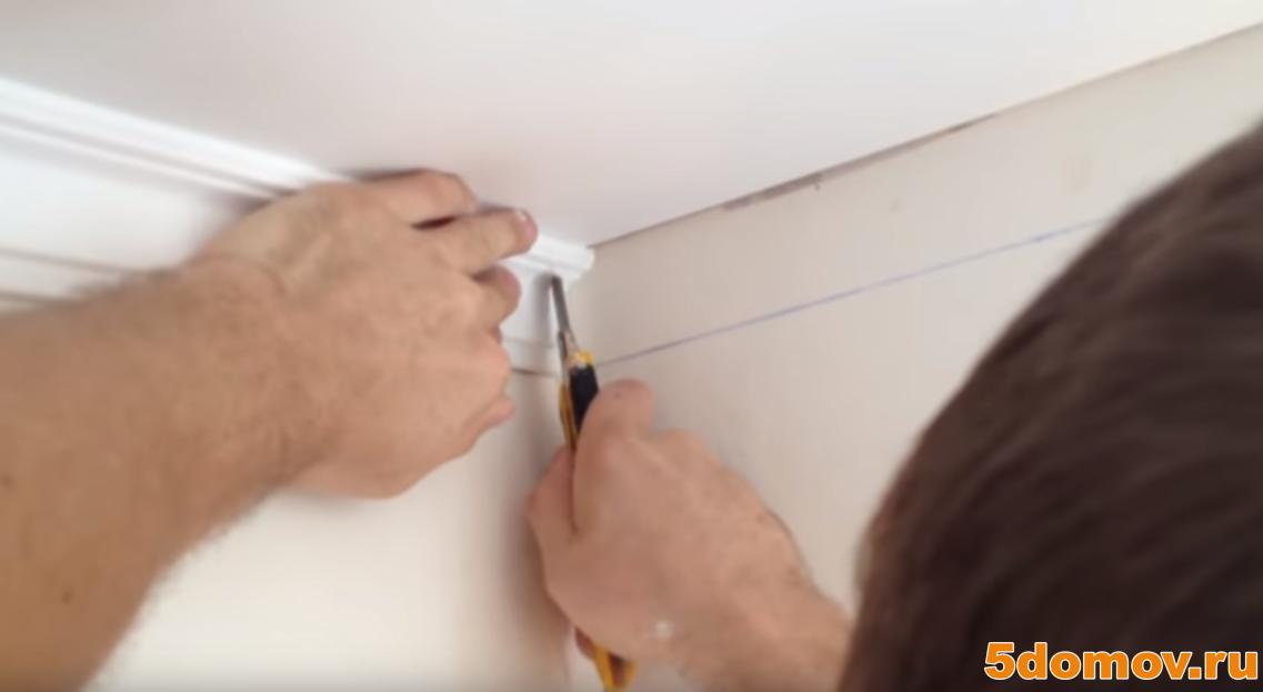 Плинтус для натяжного потолка с подсветкой - виды и порядок монтажа