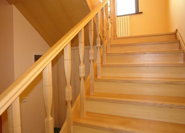 Покраска лестницы своими руками и покрытие лаком крыльца дома: цена материалов