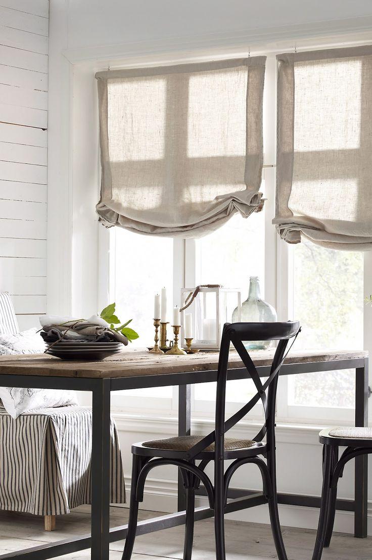 Льняные шторы для гостиной: естественность и элегантность