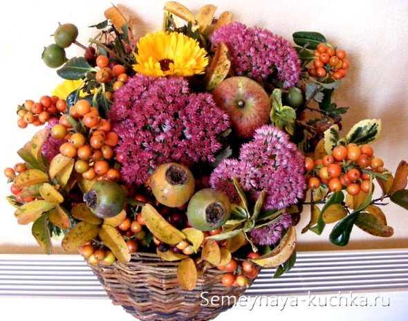 Поделки из листьев своими руками, композиции из осенних кленовых листьев, красивые цветы из листочков