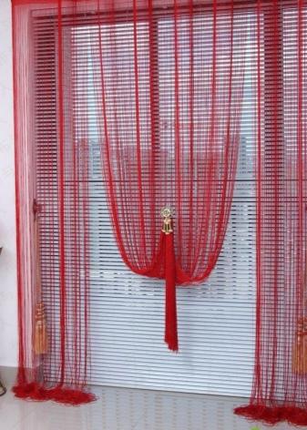Красные шторы – яркий акцент в интерьере