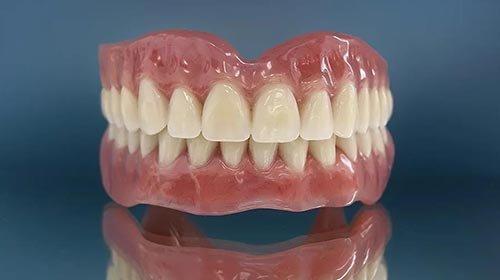 Какие зубные протезы лучше и дешевле: отзывы стоматологов, виды, новинки и сравнения