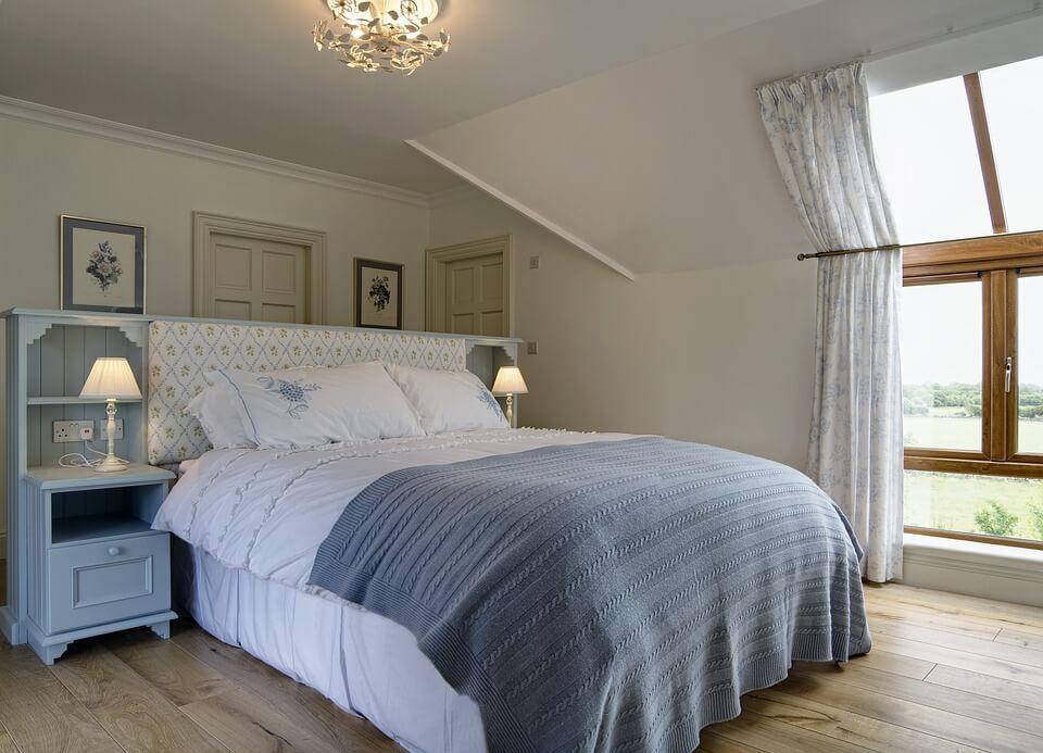 Обои для спальни, виды, сочетания и стили - фото примеров
