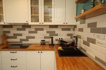 Фартук на кухне под кирпич или оформление рабочей стены из кирпича