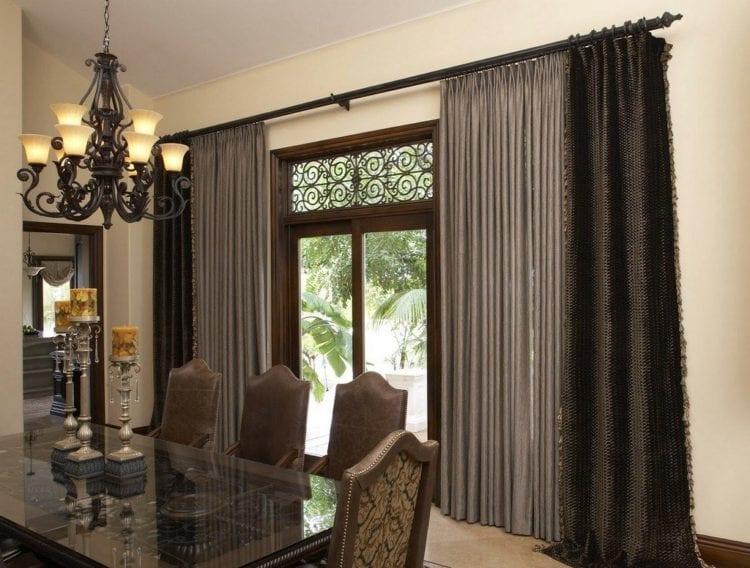 коричневые шторы на кухню