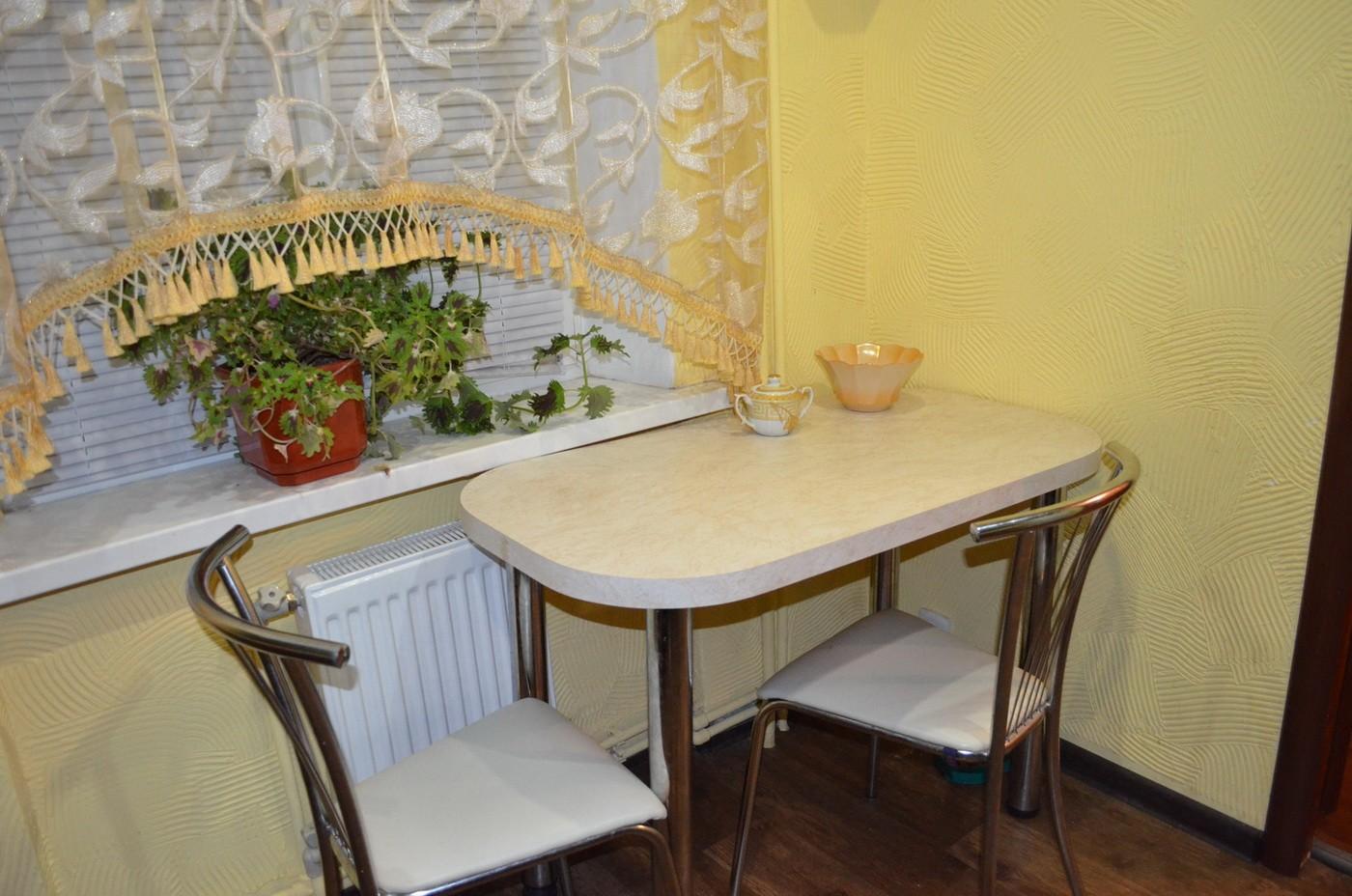 узкий стол на кухню
