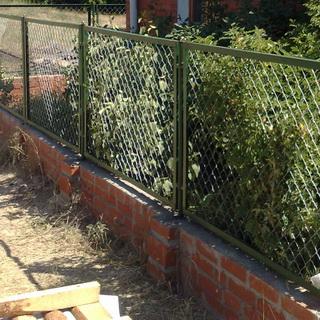 установить забор на даче