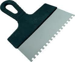 Зубчатый шпатель для укладки плитки: как выбрать?