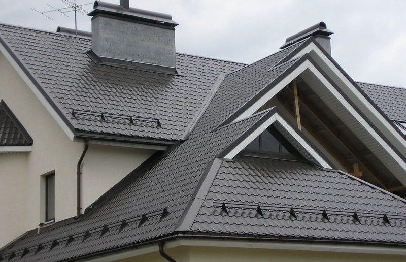 Снегозадержатели на крышу — виды и способы их крепления