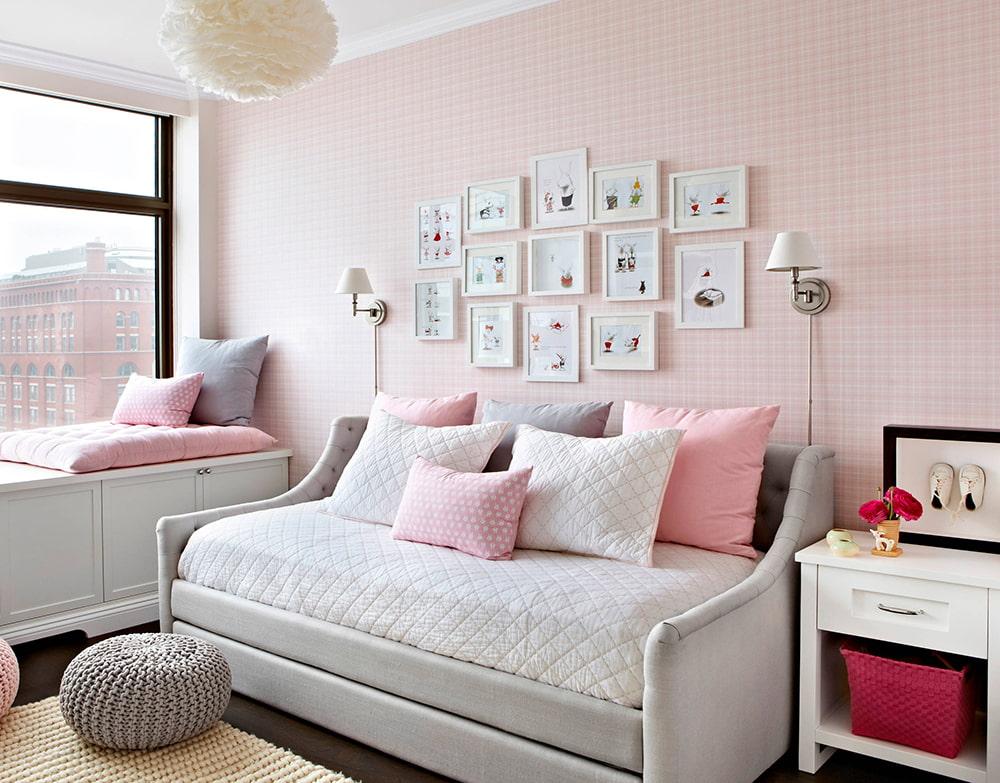 обои розового цвета