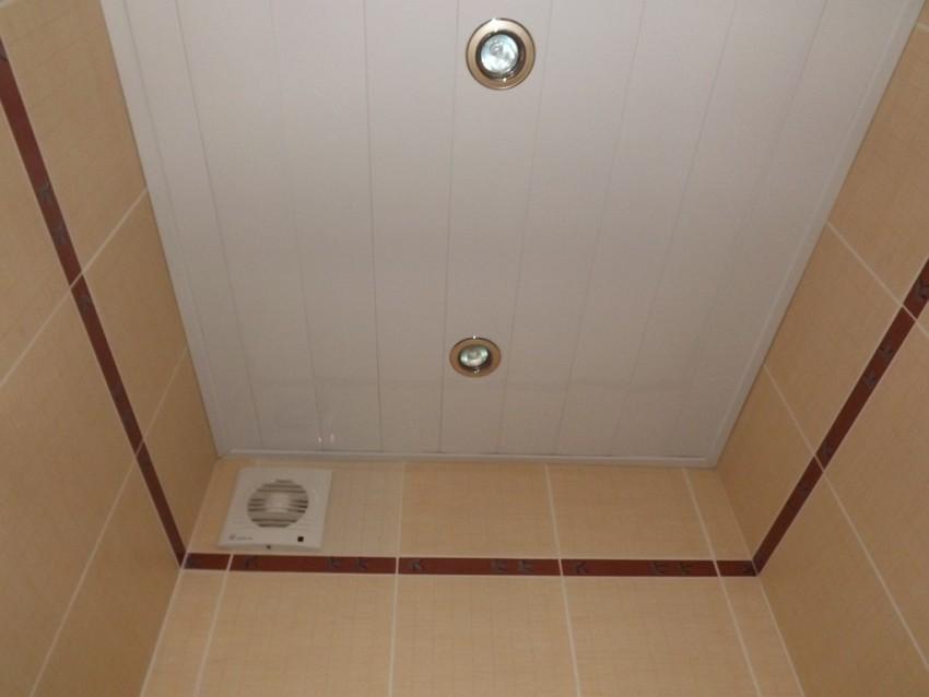 Отделка потолка панелями пвх своими руками: как обшить потолок пластиком, как правильно обшить потолок пластиковыми панелями, как подшить, отделать, подшивка