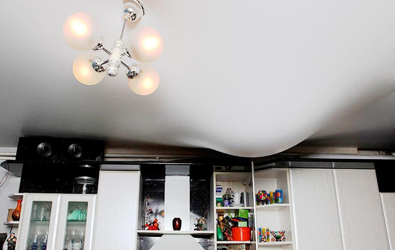 натяжной потолок сколько см от потолка