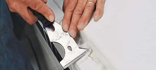Как удалить герметик с акриловой ванны