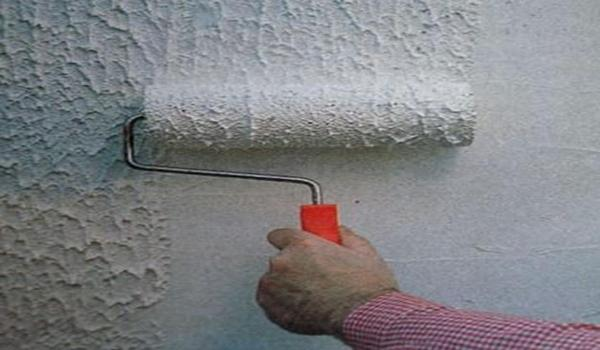 Как правильно красить стены валиком? покраска стен водоэмульсионной краской без разводов и следов, потолок и способы его окрашивания