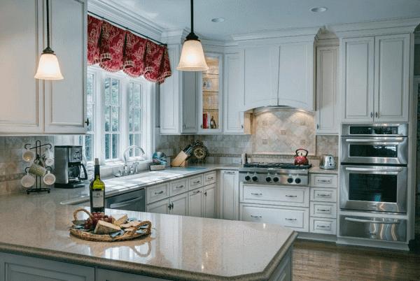 Дизайн фасада фиолетовой кухни в лиловых, желтых, серых, белых, черных тонах