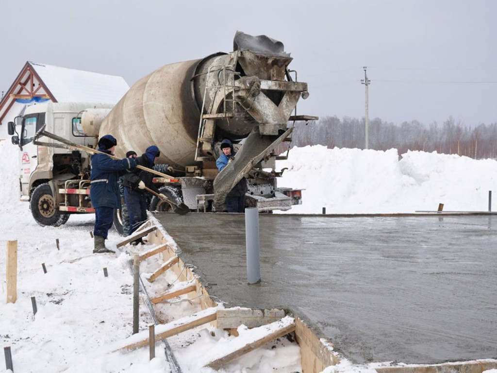 Добавки в бетон при минусовых температурах: особенности заливки