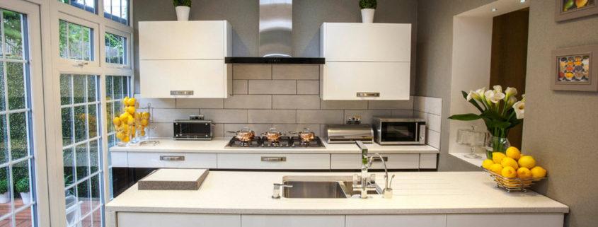 Какой выбрать кухонный стол для маленькой кухни — раздвижной, трансформер или подвесной