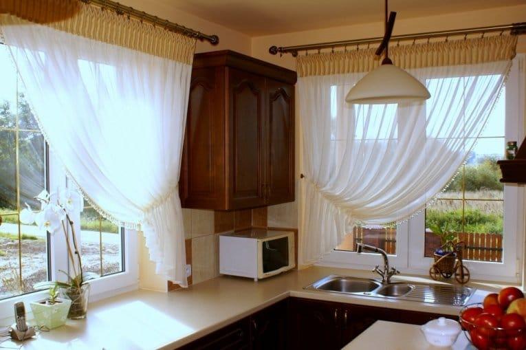 Шторы для маленькой кухни: занавески для небольшого узкого окна, какие лучше подобрать