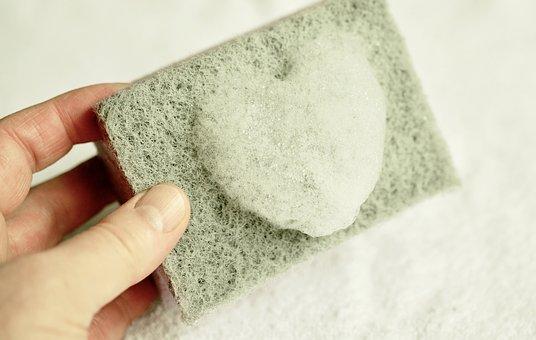 """Чем оттереть супер-клей с пластика в домашних условиях: как можно очистить поверхность от """"момента"""", чем удалить засохшие пятна?"""