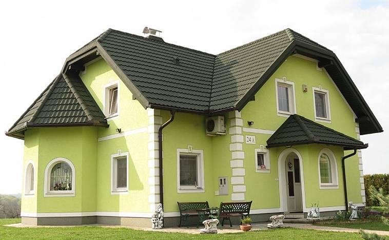 дом с серой крышей